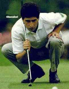 Jose lining up putt